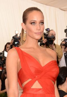 The stunning Hannah Davis at the 2015 Met Gala. Hannah's dress is by J Mendel and she is wearing the Dolce Vita look with my Supermodel Body on her arms #makeupbycharlottetilbury