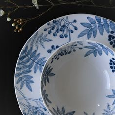 Fine bone china with our Classic Garden party pattern. Rowan trees with their be… Fine bone china with our Classic … Scandinavian Garden, Scandinavian Kitchen, Scandinavian Interior, Scandi Style, Nordic Style, Nordic Kitchen, Nordic Living, Classic Garden, Oven Glove