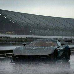 Aston Martin Vulcan....Elegant&Monster.