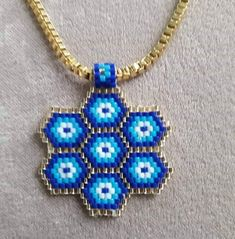 This Pin was discovered by Yur Brick Stitch Earrings, Seed Bead Earrings, Beaded Earrings, Beaded Bracelets, Peyote Beading Patterns, Beaded Jewelry Patterns, Loom Patterns, Hanging Beads, Ankle Chain