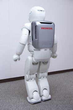 Honda\'s ASIMO robot turns 10 Robot Programming, Real Robots, Humanoid Robot, Kids Outdoor Play, Self Organization, Information And Communications Technology, Star Images, Honda S, Robot Design