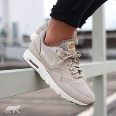 a mysterious llama ↣ Nike Wmns Air Max 1 Ultra Essentials (String   String  - Iron - Metallic Gold) 9dc83bd03b2