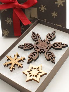 Laser cut wooden winter ornament... I miss having a laser to use as I please...