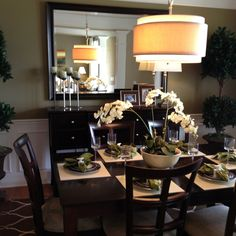 Love this table setting & the whole feel of the dining room!