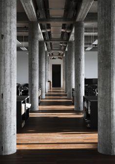 KAAN Architecten transforms Rotterdam bank into riverside studio Space Interiors, Hotel Interiors, Office Interiors, Architecture Magazines, Space Architecture, Architecture Details, Concrete Column, Concrete Structure, Rotterdam