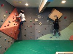 Climb Tacoma Gym - Kids climbing on kites room. Walls by Elevate Climbing Walls Kids Rock Climbing, Home Climbing Wall, Indoor Climbing Wall, Bouldering Wall, Indoor Playground, Workout Rooms, Kids And Parenting, Wall Design, Playroom