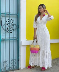 Long retro white dress and colorful accessories Elegant Dresses, Casual Dresses, Summer Dresses, Maxi Dresses, African Fashion Dresses, African Dress, Temple Dress, Boho Fashion, Fashion Outfits