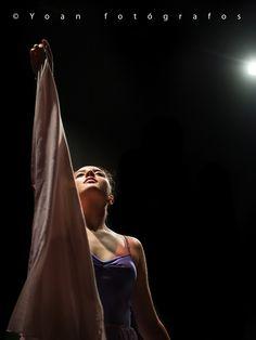 Una de las imágenes de una de las bailarinas de la academia de baile Terpsicore de Sevilla durante la actuación de fin de curso.