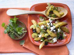 Urlaubsfeeling für zu Hause: Kartoffeln auf griechische Art - mit Rosmarin und Schafskäse - smarter - Kalorien: 368 Kcal - Zeit: 35 Min. | eatsmarter.de