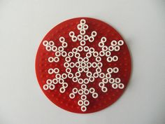 Gabulle in wonderland: Snowflakes Hama beads Easy Perler Bead Patterns, Fuse Bead Patterns, 3d Perler Bead, Beading Patterns, Christmas Perler Beads, Kids Christmas Ornaments, Cross Stitch Christmas Ornaments, Christmas Crafts, Hamma Beads Ideas