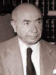 Valentín Paz-Andrade, nado no barrio pontevedrés de Lérez o 23 de abril de 1898,  e falecido en Vigo o 19 de maio de 1987,foi un xurista, economista, político, empresario, escritor, poeta e xornalista galeguista.  En 2012 adicóuselle o Día das Letras Galegas.