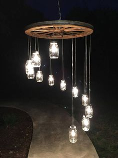 Spiral Wagon Wheel Einmachglas Kronleuchter (groß) Spiral Wagon Wheel Mason Jar Chandelier (L Wagon Wheel Chandelier Diy, Mason Jar Chandelier, Mason Jar Lighting, Chandelier Lighting, Pendant Lights, Wine Bottle Chandelier, Chandelier Ideas, Pendant Lamps, Hanging Jars