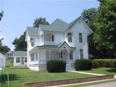 Old Houses & Historic Homes For Sale: Fixer-uppers or move-in ready, find your old house dream! Historic Homes For Sale, Old House Dreams, Finding A House, House Goals, Architectural Elements, Queen Anne, Victorian Homes, Old Houses, Home Buying