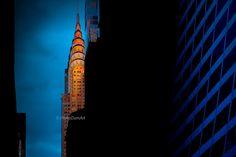 Coucher de soleil sur Chrysler Building, New York City, USA, photographie couleur, façade gratte-ciel, orange & bleu, architecture art déco de la boutique PhilipDumPhotography sur Etsy