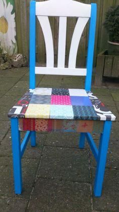 Een close up van de geweldige stoel van Astrid Kim (11jaar) heeft deze gemaakt met stukjes behangpapier en servetten en Annie Sloan krijtverf