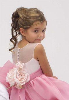 pour nos princesses, le chignon coiffure enfant