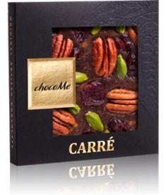 ChocoMe Carre Dark Chocolate Cinnamon, Pecans, Cranberry, Pistachio... Μαύρη σοκολάτα Valrhona 66% κακάο με κανέλα, πεκάν, κράνμπερι και φυστίκια. Δελεαστικό άρωμα κακάο, κανέλας και απαλό από τα πεκάν. Πολύ νόστιμο κακάο με ακόμα πιο νόστιμα, τραγανά πεκάν μαζί με τραγανά φυστίκια και αποξηραμένα κράνμπερι. Αποπλανητικός συνδιασμός! Chocolate World, Ethnic Recipes, Chocolates, Food, Schokolade, Chocolate, Meals, Yemek, Eten