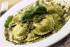 Ravióli de tapioca recheado com queijo e molho de ervas: receita não leva farinha