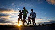 Maraton, atletismo, correr, trotar -  Wallpaper (1000×667) http://www.ellocoquecorre.com/wp-content/uploads/Midnight-Sun-Marathon-Tromso.jpg