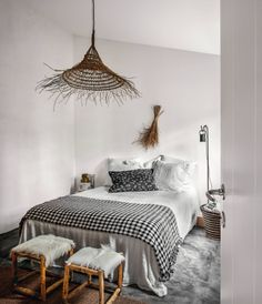 The Scandinavian decor is an excellent choice for small rooms and does not necessarily require a big budget. Cozy Bedroom, Bedroom Decor Cozy, Home, Scandinavian Bedroom, Luxury Bedding Master, King Bedding Sets, Bed, Bedroom, Luxury Rooms