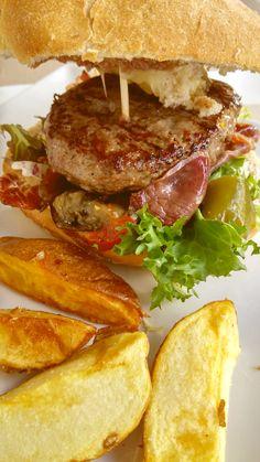La Volvoreta: Entre arena, mar y salsas... Una de las mejores hamburguesas...