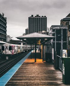 """ // The local stop. . . . . #chicago #mychicagopix #insta_chicago  #igerschicago #wu_chicago #exploretocreate #theCoolMagazine #urbanromantix…"""