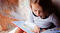 Most children learn to read by age 6 or but some will get the hang of it later or even earlier. Here are 7 steps to help your child learn to read. Kindergarten Reading, Kids Reading, Reading Skills, Reading Eggs, Reading Books, Lecture Aura, Books For Beginning Readers, Magazines For Kids, Education Quotes For Teachers