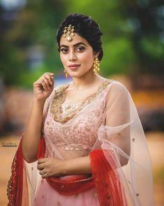 Shamna Kasim (Poorna) Actress Photos Stills Gallery Hollywood Heroines, Hollywood Actresses, Beautiful Girl Indian, Most Beautiful Indian Actress, Hot Actresses, Indian Actresses, Hd Photos, Girl Photos, Hollywood Actress Name List