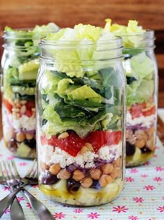 These healthy mason jar lunches are great for meal planning. You can make a big batch of one or two recipes on a Sunday and have lunches for the whole week!