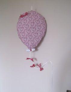 mobile ballon et petits nœuds ' Dans les airs ' : Chambre d'enfant, de bébé par lapetitefleur