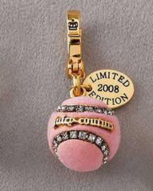 2008 Juicy Couture Charms filled with shoes, t-shirts, and purses! 2008 is the year Juicy Couture amped their production in these cute little accessories. Charms not pictured: Kiss my Couture Hearts, Teapot Juicy Couture Jewelry, Juicy Couture Charms, Cute Jewelry, Charm Jewelry, Charm Bracelets, Mini Things, Girly Things, Locket Charms, Lockets