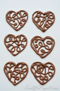 Chocolate Hearts Part How to Make Chocolate Filigree Hearts Here's an easy way to make chocolate filigree hearts. These make the cutest cupcake toppers! Or use them to decorate a cake or any other pretty dessert! Chocolate Template, Chocolate Toppers, Chocolate Cupcakes, Chocolate Bowls, Heart Cupcakes, Cupcake Cookies, Cupcake Toppers, Candy Melts, Chocolate Hearts