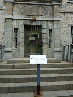 prison entrance - Recherche Google