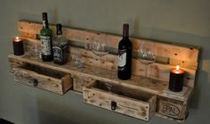 """The pallet furniture """"Regal became from a used Euro pallet the true . Pallet Crafts, Diy Pallet Projects, Wood Projects, Woodworking Projects, Pallet Ideas, Diy Outdoor Bar, Diy Outdoor Furniture, Diy Pallet Furniture, Recycled Pallets"""