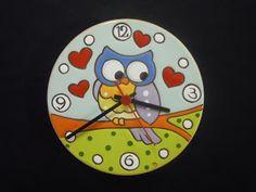 Orologio con gufo su ramo   diametro cm 20         Orologio con pesce   diametro cm 20            Orologio con gufi   mis... Owl Clock, Cute School Supplies, Painted Plates, Beautiful Owl, Cold Porcelain, Biscuit, Stone Painting, Ceramic Pottery, Art Pictures