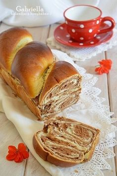 A legomlósabb linzer Baking Recipes, Hamburger, Ale, Sweets, Bread, Cookies, Food, Cooking Recipes, Sweet Pastries