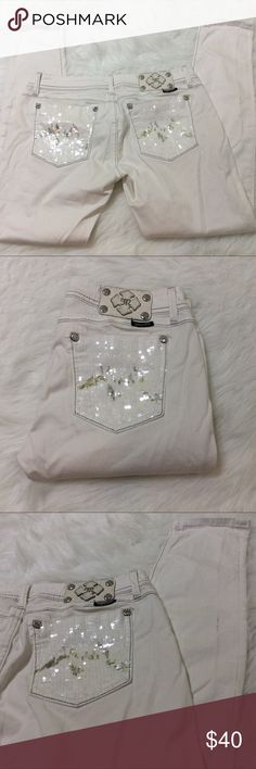 """White Miss Me Skinny Jeans Good overall condition with some signs of wear (please see 3rd and 4th pics). White stretch skinny jeans with silver stitching. Size 31. Measurements: 16.5"""" waist, 8"""" rise (low rise), 30"""" inseam. Reasonable offers please! Miss Me Jeans Skinny"""