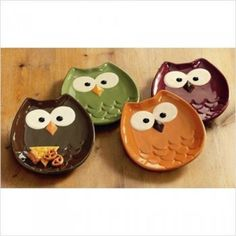 Owl-shaped earthenware appetizer plates.