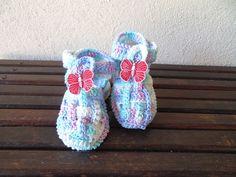 Sandalinha rosa de bebe, feito em crochê, com linha de algodão.  Encomenda em qualquer cor.  TAMANHOS: sola  8 cm - RN a 01 meses  9 cm - 01 a 03 meses  10 cm - 03 a 06 meses    Faço na cor que você desejar R$ 27,00