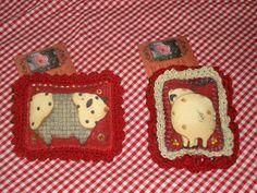 """Piggy Pins"", Textile cotton fabric and crochet lace border. http://de.dawanda.com/shop/ursulavongranegg/1125205-Broschen-und-Anstecker - Facebook page: https://www.facebook.com/Wilhelmine-Wiesenkraut-802474093168101/timeline/?ref=hl"