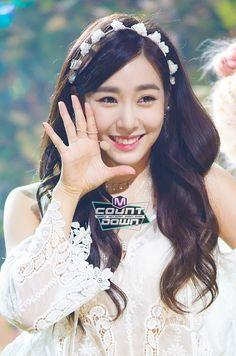 Tiffany snsd she's really pretty Tiffany Girls, Snsd Tiffany, Tiffany Hwang, Tiffany Party, Tiffany Blue, Sooyoung, Yoona, Kpop Girl Groups, Kpop Girls