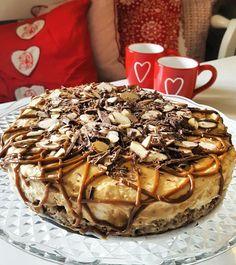Karamellkake   Snikgjest Let Them Eat Cake, Camembert Cheese, Caramel, Food And Drink, Sweets, Baking, Breakfast, Ethnic Recipes, Store
