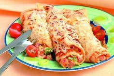 1.Porek, šunku, rajčata a papriku nakrájet na kostky. Šunku opéct na oleji, přidat česnek nasekaný na jemno, p...