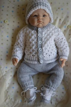 Diy Crafts - Newborn Coming Home Outfit or will fit a inch Reborn Baby Booties Knitting Pattern, Knit Baby Booties, Baby Hats Knitting, Baby Knitting Patterns, Baby Patterns, Knitting Dolls Clothes, Knitted Baby Clothes, Knitted Dolls, Crochet For Boys