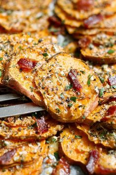 Roasted Sweet Potatoes with Garlic Parmesan and Bacon — These roasted sweet potatoes are definitely on the savory side and you're going to love them! Tossed with a mix of parmesan, butter, Italian herbs, and fresh cracked pepper, they're top… Baked Sweet Potato Slices, Grilled Sweet Potatoes, Sweet Potato Tempura, Savory Sweet Potato Recipes, Sweet Potato Hummus, Sweet Potato Gnocchi, Potatoes In Oven, Sliced Potatoes, Sweet Potatoes On Grill