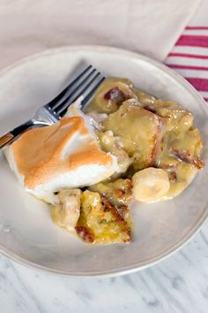 In this video recipe for warm banana pudding, top chef fan favorite kevin gillespie shares what makes his great-grandmother's so great. Banana Pudding, Pudding Recipes, Grilling Recipes, Food Network Recipes, Family Meals, Food Inspiration, Food Videos, Love Food, Delicious Desserts