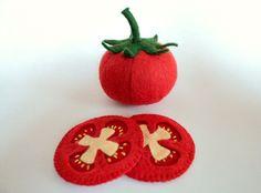 Rajče na kolečka Plátky rajčete- hračka do dětské kuchyňky- doplněk různých jídel, salátů, obložených chlebů ...podle fantazie malých kuchařů. Velikost: 5 cm. Cena je za 1 kus.