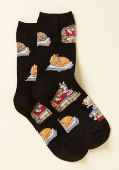 Kitten the Books Socks. Snuggly studying is a cinch when you sport these black socks for the sesh! #black #modcloth