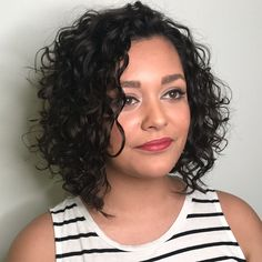 65 Different Versions of Curly Bob Hairstyle - - Side-Parted Curly Angled Bob Modern Bob Hairstyles, Choppy Bob Hairstyles, Haircuts For Curly Hair, Easy Hairstyles, Pixie Haircuts, Medium Hairstyles, Wedding Hairstyles, Layered Haircuts, Vintage Hairstyles