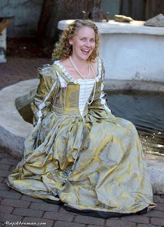 A Venetian Outfit in the Style of the The Italian Showcase - Kim at the Realm of Venus Renaissance Costume, Renaissance Dresses, Italian Renaissance, 16th Century Clothing, 16th Century Fashion, Italian Outfits, Italian Clothing, Vintage Clothing, Baroque